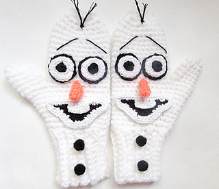 Crocheted Olaf mittens for a toddler