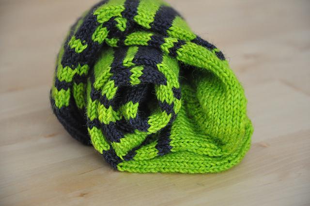 ringelsocken streifensocken gestrickt aus drachenwolle sockenwolle