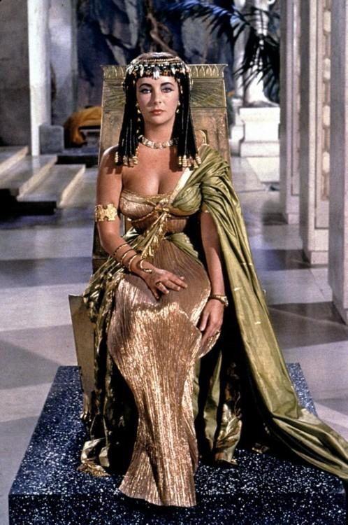 https://i1.wp.com/images5.fanpop.com/image/photos/30400000/Cleopatra-cleopatra-1963-30461269-498-750.jpg