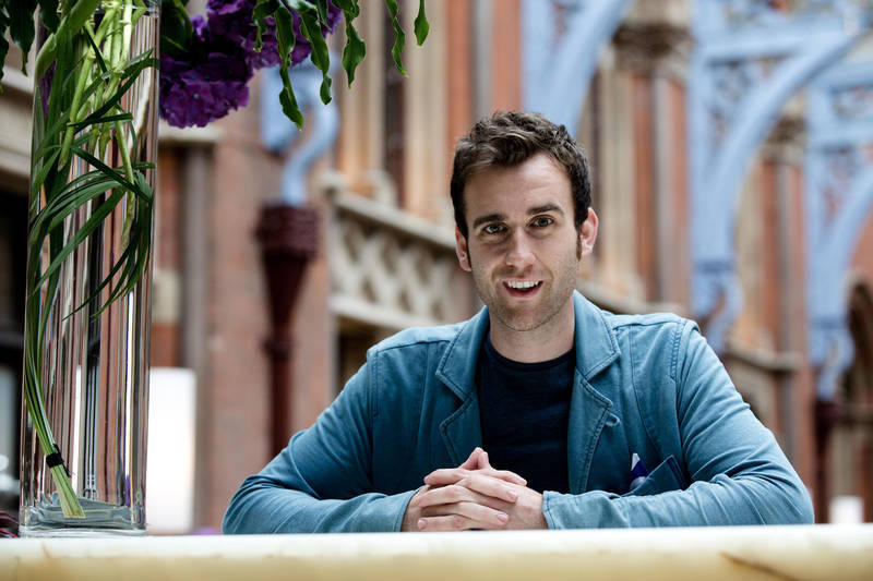 https://i1.wp.com/images6.fanpop.com/image/photos/35500000/The-Independent-Charlie-Forgham-Bailey-photoshoot-matthew-lewis-35571204-800-533.jpg