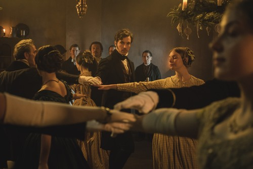 https://i1.wp.com/images6.fanpop.com/image/photos/40800000/Victoria-Comfort-and-Joy-Christmas-Special-2x09-promotional-picture-victoria-itv-40897090-500-333.jpg