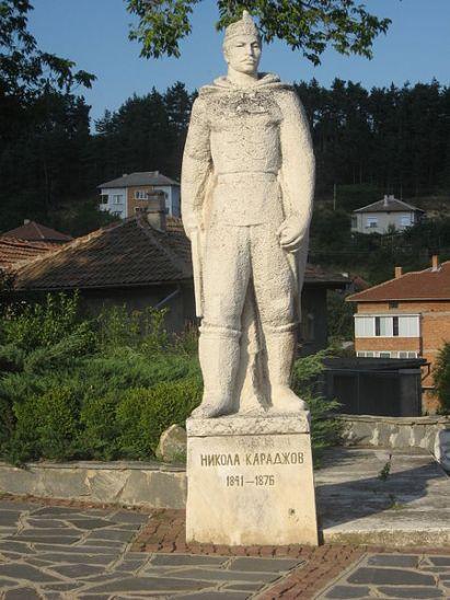 Паметникът на Никола Караджов / Nikola Karadzhov monument Photo: wikipedia