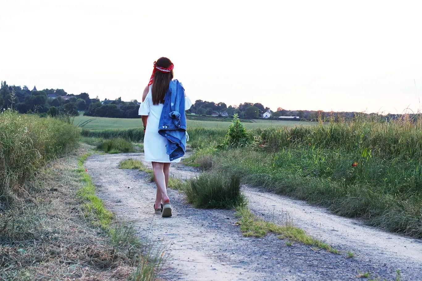 robe blanche, robe zara, col bardot, bandana, hipanema, pull and bear, sandales compensées, blog mode, blogueuse mode, fashion blogger, country outfit