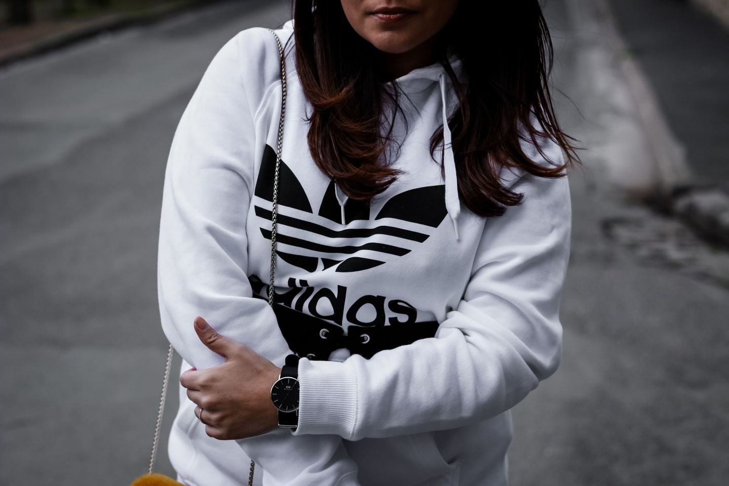 corset, zara, adidas, sweat blanc adidas, sweat homme, sweat adidas, panatalon simili cuir, sac jaune, shein, elyse stella, inspiration stella, blog mode, the green ananas, blogueuse mode, corset