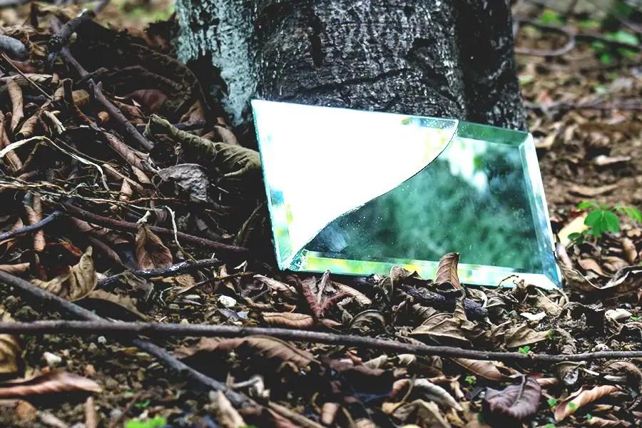 De onde será que veio este medo de se quebrar espelhos? E quem o associou com sete anos de azar? http://petitandy.com