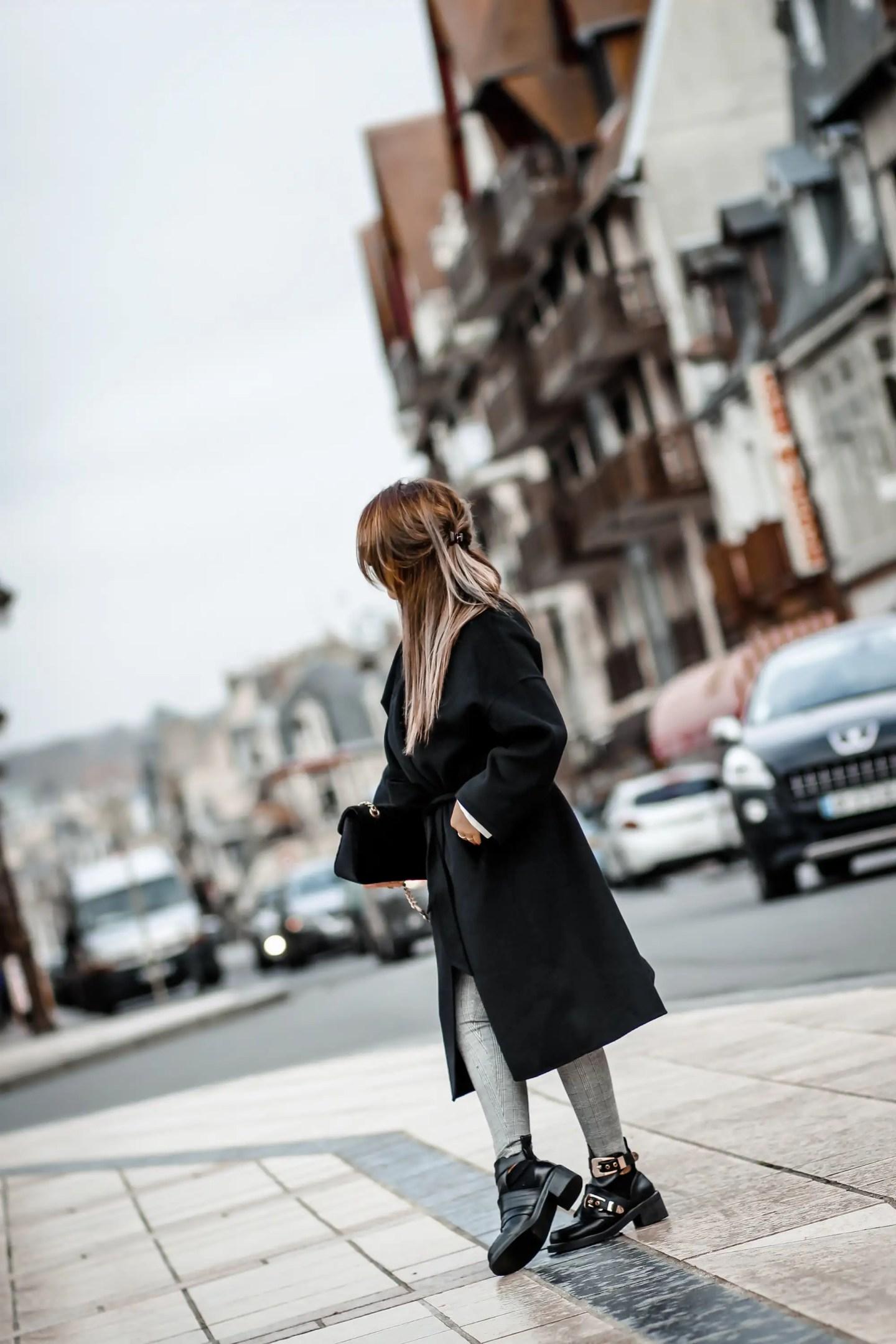 blogueuse mode, the green ananas, blog mode, blog, zara, manteau peignoir, pantalon prince de galles, inspi gucci, chemise blanche femme, manteau noir femme, manteau loose, boots balanciaga, le manteau peignoir