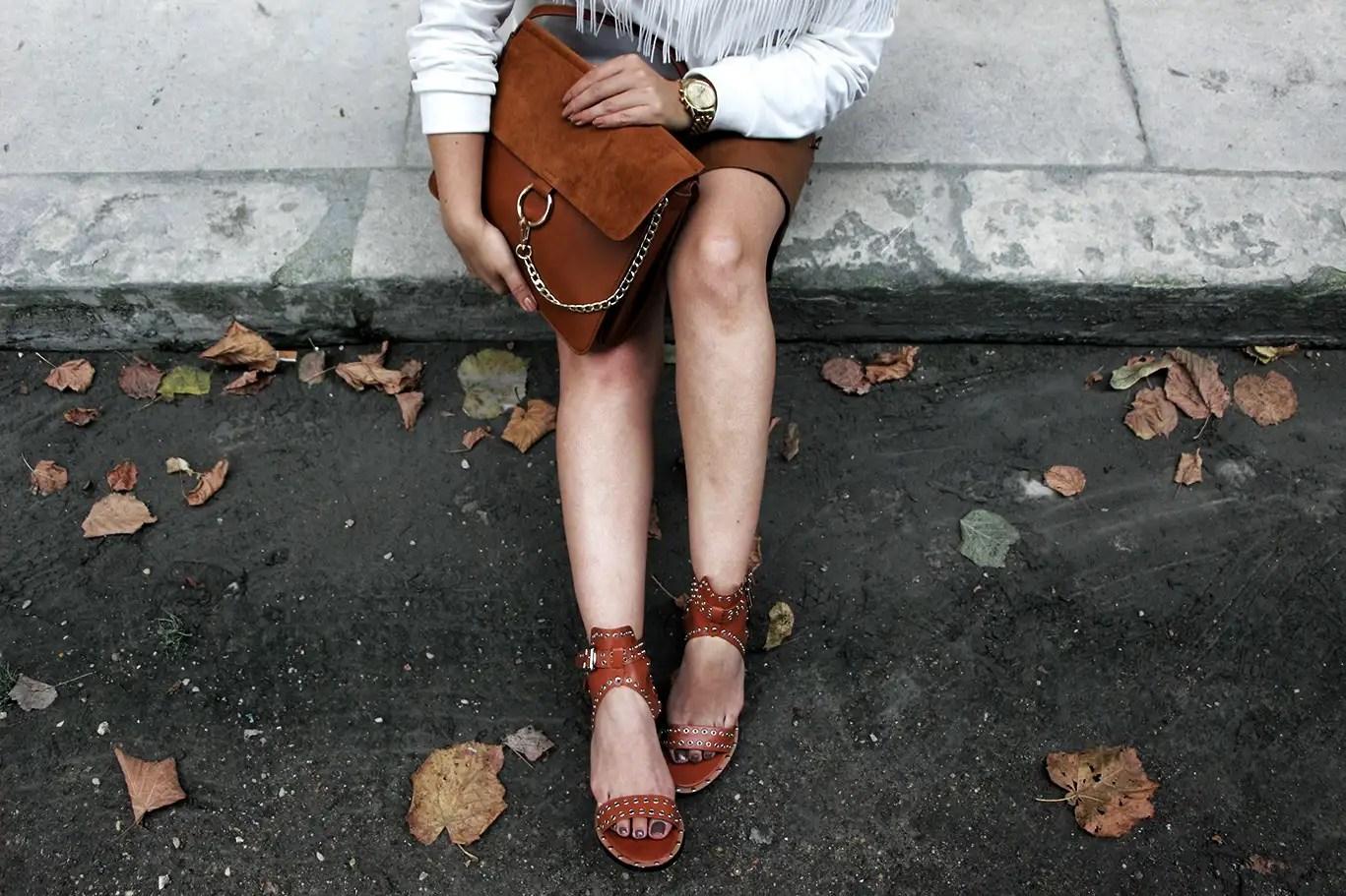 caramel, sweat franges, sweat femme, jupe similicuir, sandales inspiration isabelle marant, sac inspiration faye chloé, casquette femme, saint james, sheinside, morgan, sandales shein, faye chloé