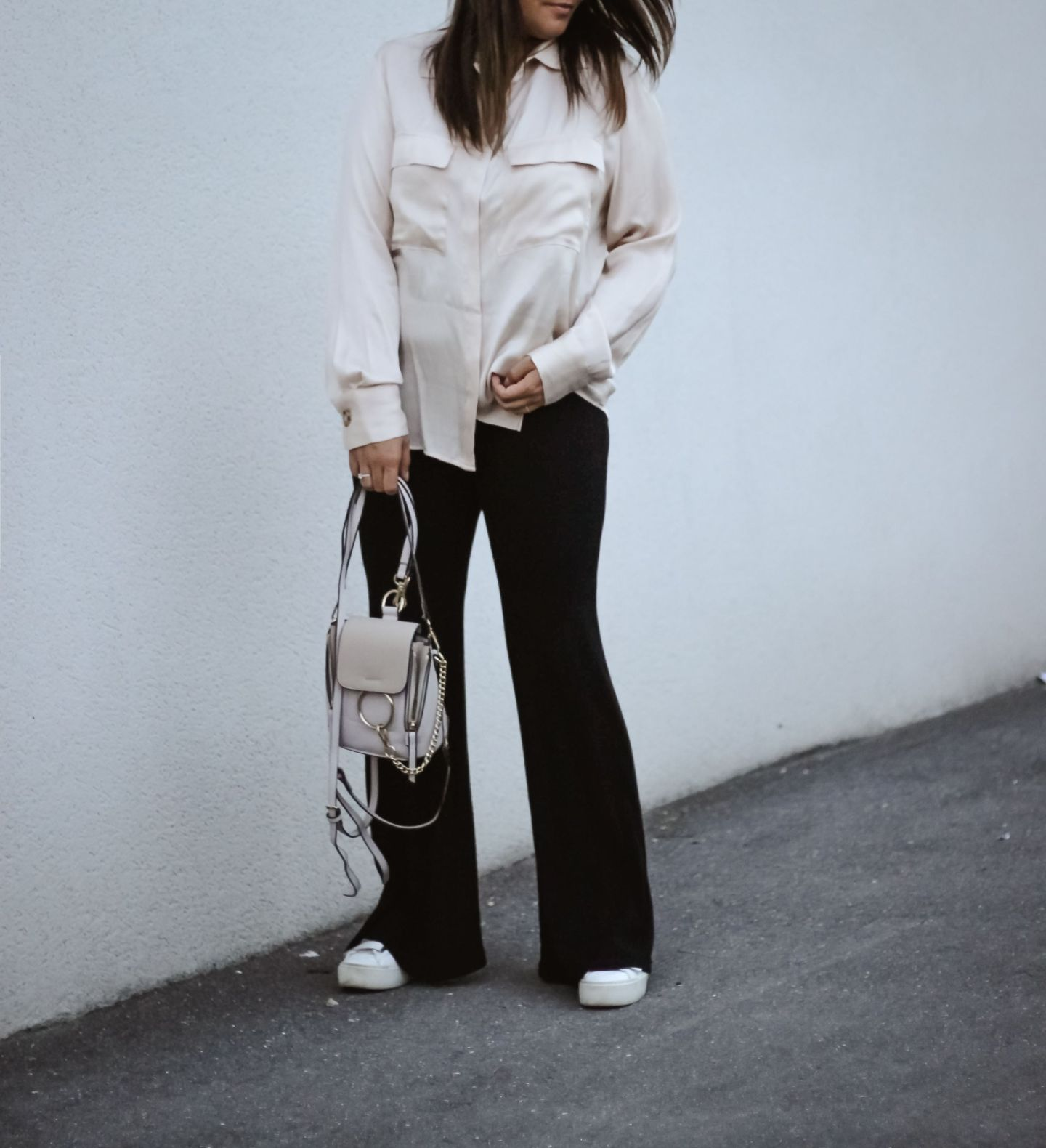 the greeen anans, blog mode, pinterest, bershka, pantalon flare, inspi chloé, mango, chemise satin, tendances mode 2018, satin & flare