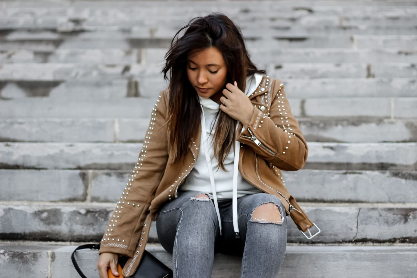 the green ananas, blog mode, veste daim zara, zara, stradivarius, perfecto zara, perfecto clous, sweat coton, sweat femme, lou sandro, mules hermes, fashion blogger, perfect perf