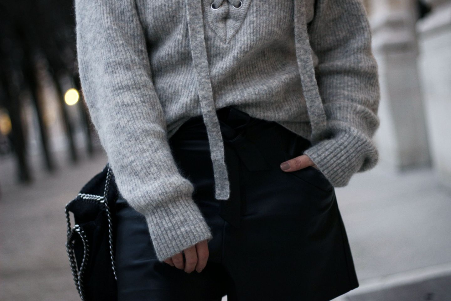 the green ananas, blog mode, manteau gris femme, manteau oversize, cosy, lace-up, pull lacets, pull hm, hetm, zara, river island, boots balanciaga