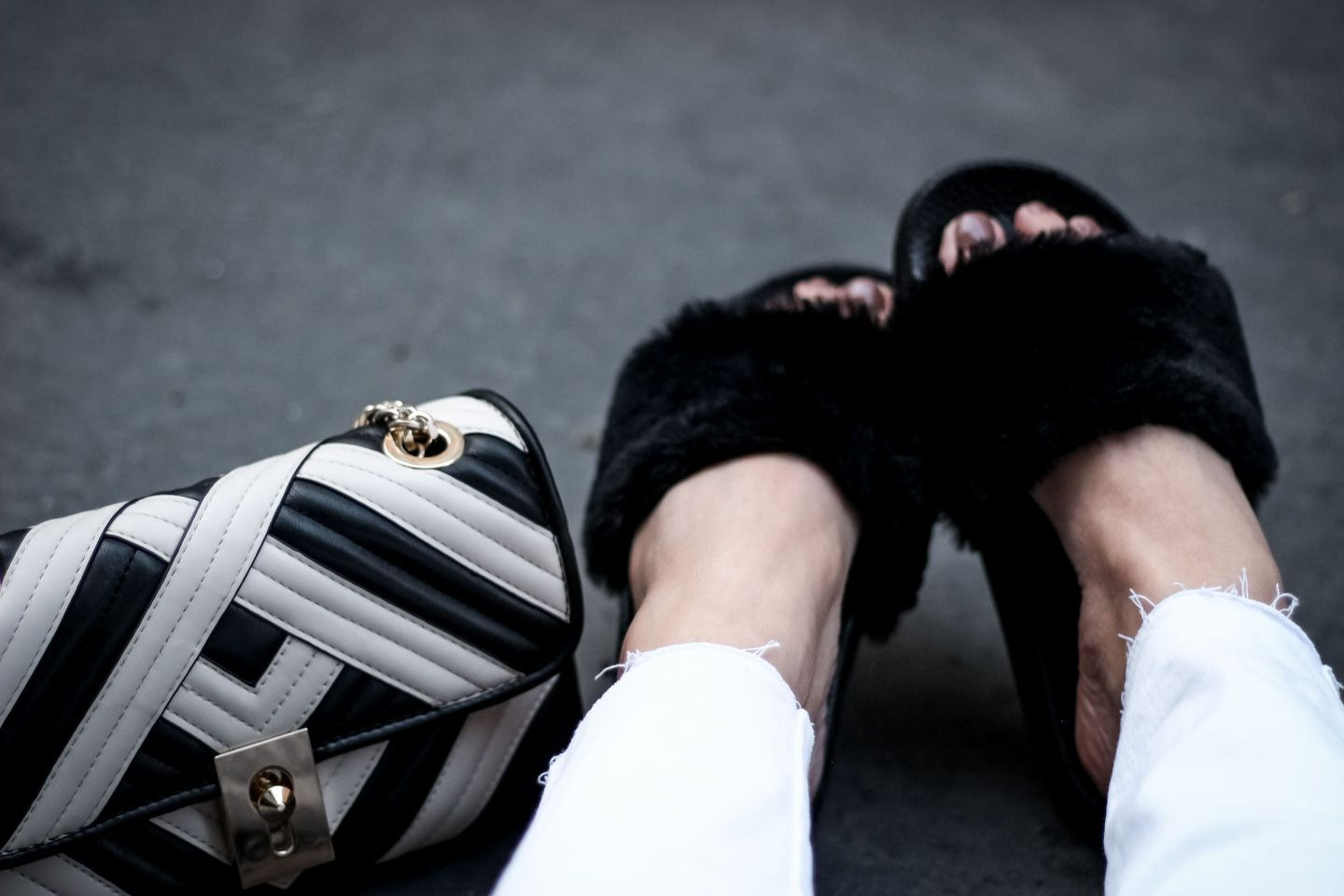 the green ananas, blog mode, blogueuse mode, mules faux fur, shein, anorak transparent, sweat bandes, valises, eastpack, mango, sac inspi gucci, new look