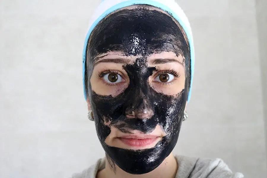 """Resenha completa da máscara removedora de cravos, a famosa """"máscara preta"""". Estou testando a da marca SHIELLS. http://petitandy.com"""