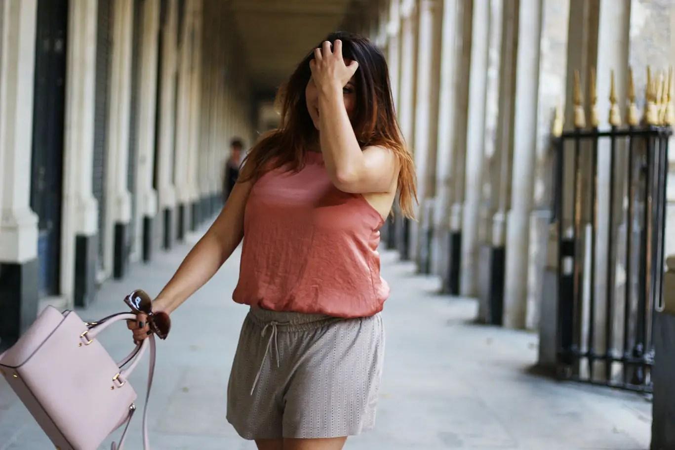 blush, outfit, ootd, mode femme, blogueuse mode, zara, body femme, body zara, vetements nude, sac rose, pastel, sandales zara, short zara