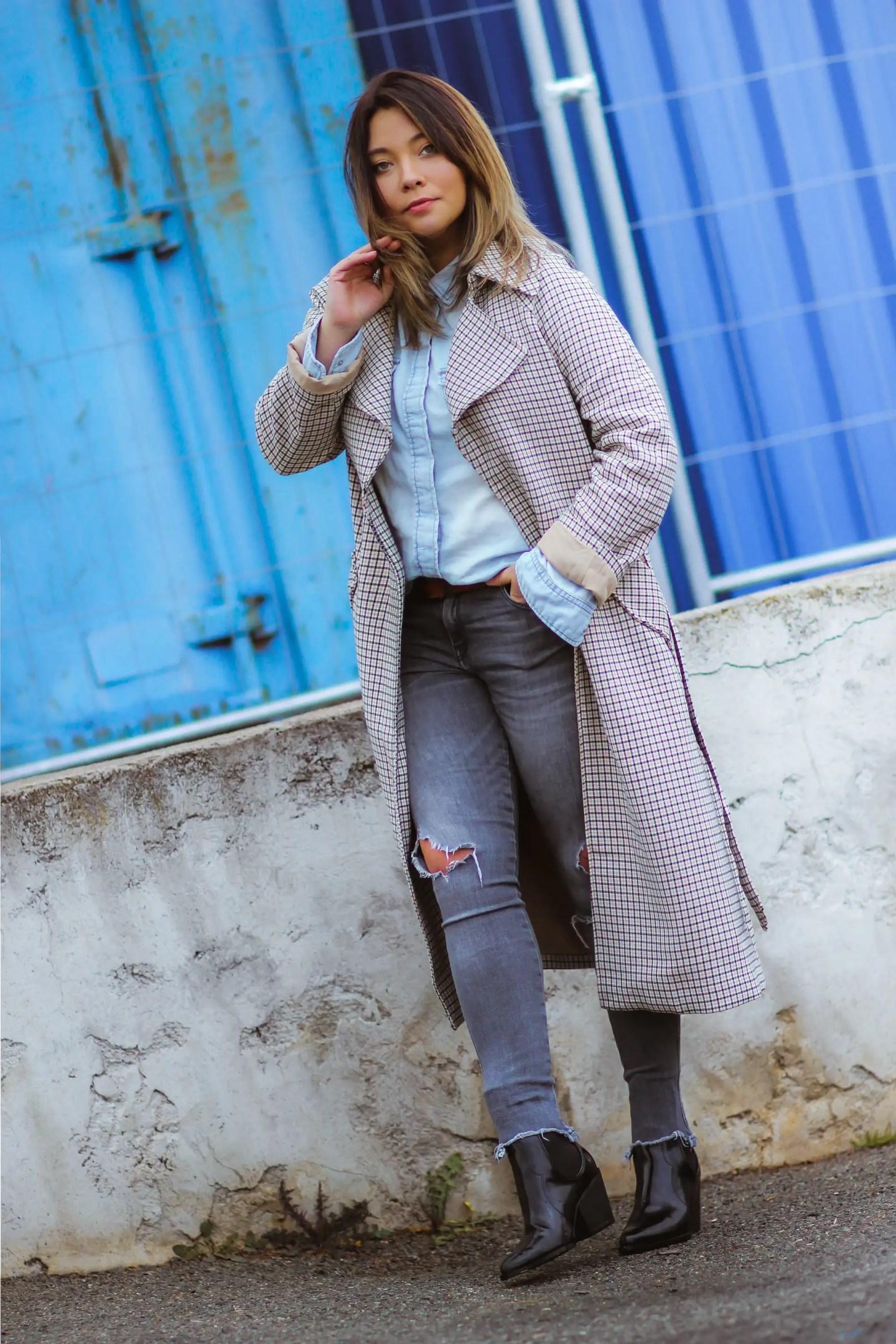 denim look & trench a carreaux, blog mode, blogueuse mode, trench carreaux femme, trench femme, tendances mode, the green ananas, pinterest mode, sac sceau, tendance jean, jeans, boots santiags, zara, h&m