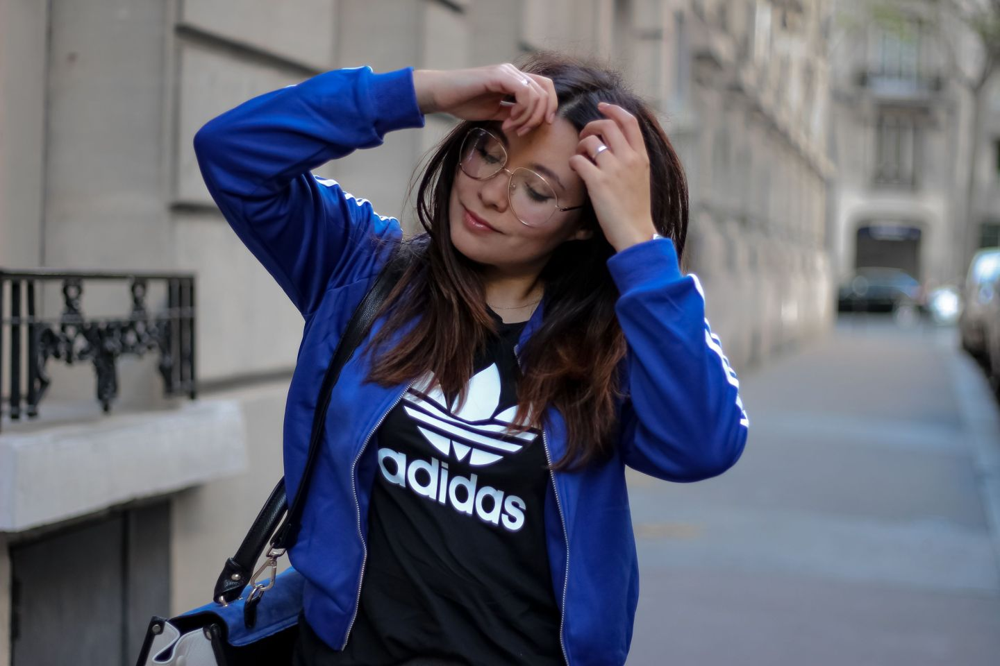 gilet sport femme, gilet bandes, adidas, t-shirt adidas, blog mode, the green ananas, sac inspi céline, shein, lunettes oversize, asos, lunettes asos, jupe droite, puma heart, glasses