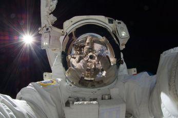Aki Hoshide, selfie spatial, septembre 2012 (JAEA).