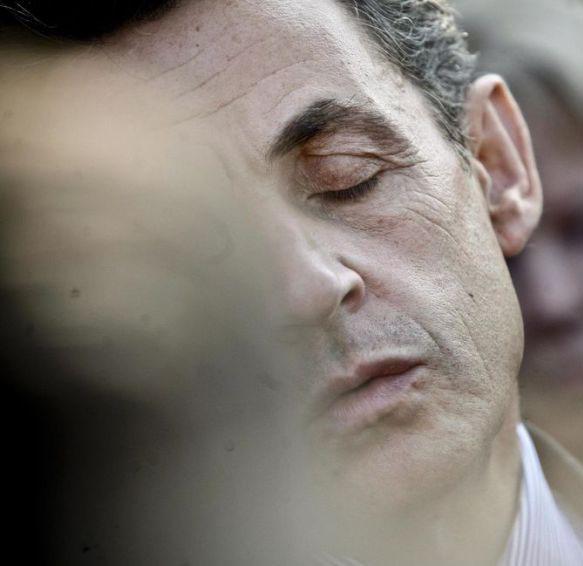 Enterrer Sarkozy, caricature inacceptable?
