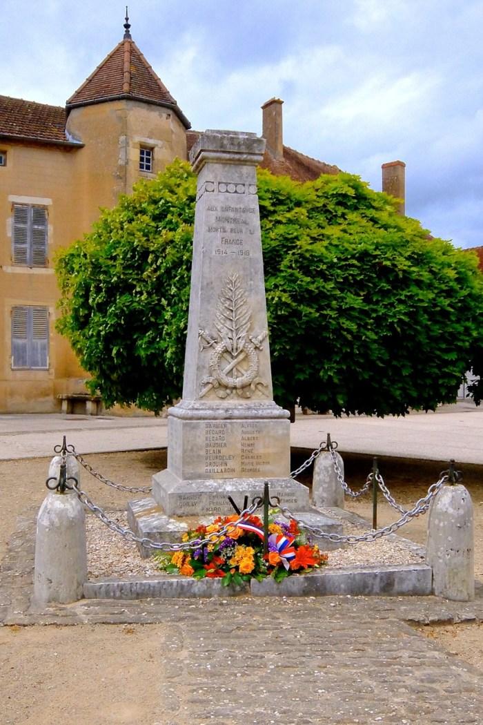 Monument aux morts de 1914-1918, Montréal (Yonne).