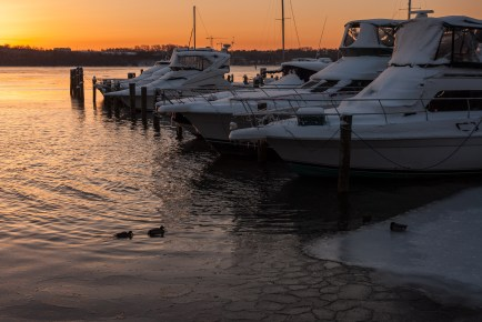 Winter Sunrise, Alexandria Waterfront. Nikon D200, 18-70 AF-S DX @ 35mm, ISO 100, f/8, 1/60 sec