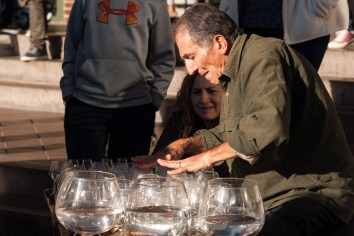 Glass Harp Player, North Union Street. Nikon D200, 105mm f/2.5 AI, ISO 100, f/5.6, 1/250 sec.