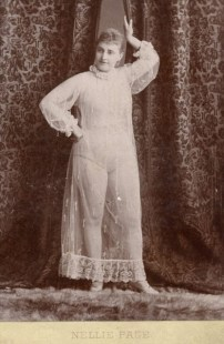 Vintage burlesque photos from the 1890s (14)