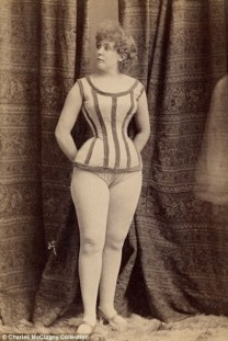Vintage burlesque photos from the 1890s (15)