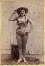 Vintage burlesque photos from the 1890s (16)
