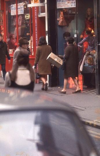 Photographs of life in London in the 60's (3)