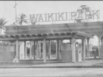 1925 Entrance to the Waikiki Amusement Park-Ilikai