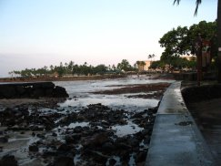 2011-Kailua-Kona-water receding