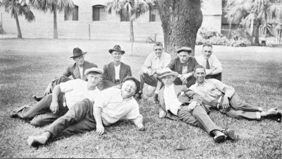 A Happy Crowd and the Seamen's Institute in Honolulu (AnglicanHistory)