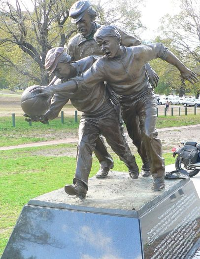 Australian Football-Tom_Wills_statue