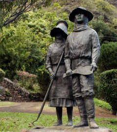 Bronze statue of Japanese sugarcane workers first immigration to Hawaii (Maui) 1885