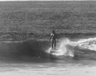 Buffalo Keaulana at Makaha (SurfingHeritage)- Dec. 15, 1962