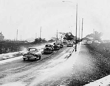 old waialae road onramp to the ewa bound express way. official opening of the mauka arterial this morning at 6:00 Monday Nov 9, 1953. SB Photo