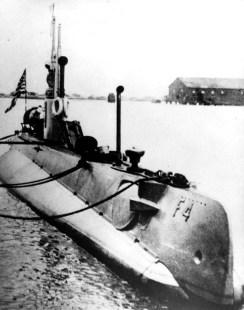 F-4 (SS-23)-(navsource-org)-1913-15
