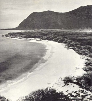 Farrington_Highway-Makaha_Beach-(CulturalSurveys)-1947