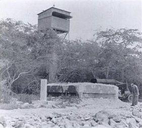 Fire_Control_Tower-Battery_Williston-built-1924-Below_Beach_Defense_Pillbox-(DefenseOfPearlHarborAndOahu)-1934