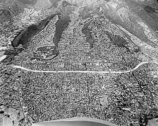 371101_0.tif. Lunalilo Freeway cut through the city of honolulu. bob young photo SB Oct 24 1967