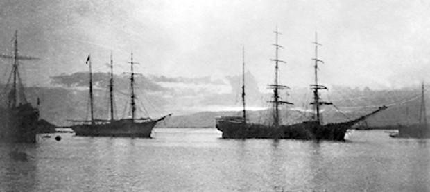 Hanakaape_Bay-Koloa_Landing-Ships-1898