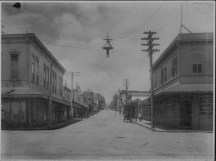 Hilo street scene-H_Hackfeld on right corner-PP-29-5-016