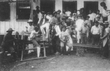 Hilo_Boarding_School_Shop,_Class_of_June_1901-400
