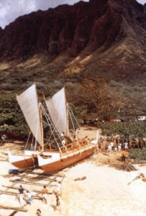 Hokulea-Launching-Kualoa