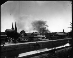 Honolulu_Chinatown_Fire_of_1900_(11),_photograph_by_Brother_Bertram