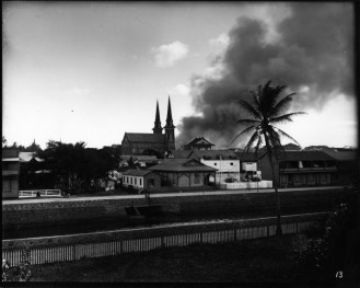 Honolulu_Chinatown_Fire_of_1900_(19),_photograph_by_Brother_Bertram