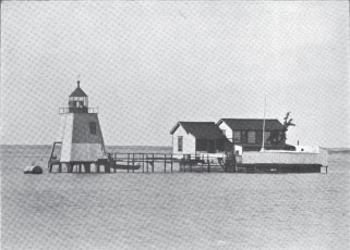 Honolulu_Harbor-early-lighthouse