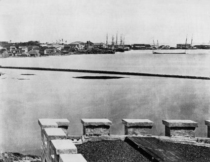 Honolulu_Harbor_(taken_from_prison_in_Iwilei)