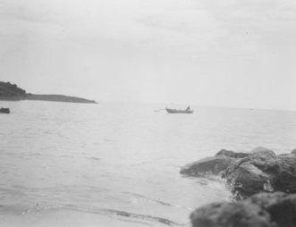 Hoopuloa - June 21, 1926 (canoe on sea)-HMCS