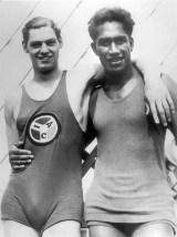 Johnny_Weissmuller_and_Duke_Kahanamoku_at_Olympics