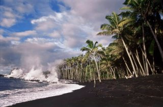 Kaimu-Beach-lava entering